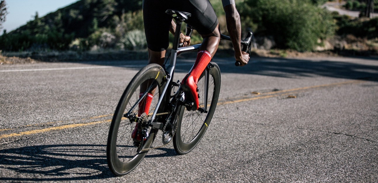 A cyclist interval training with a power meter