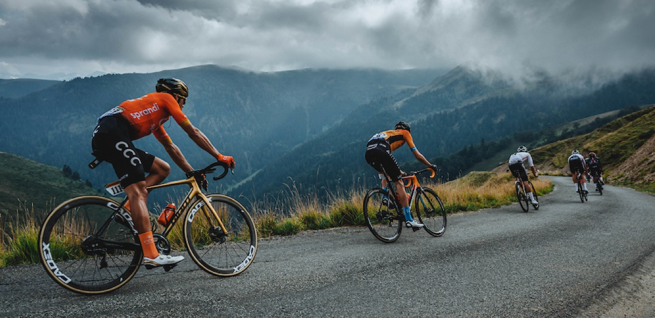 Athletes descend during the 2020 Tour De France